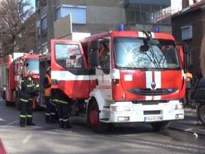 Младеж се заклещи между две сгради в Пловдив, пожарникари го извадиха