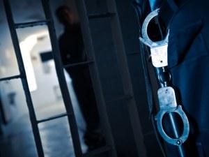 Надзирател от затвора в Ловеч отива на съд! Раздавал телефони на затворници срещу пари