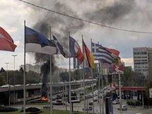 Шофьорът на пламналата кола в София е с изгаряния по лицето в Пирогов