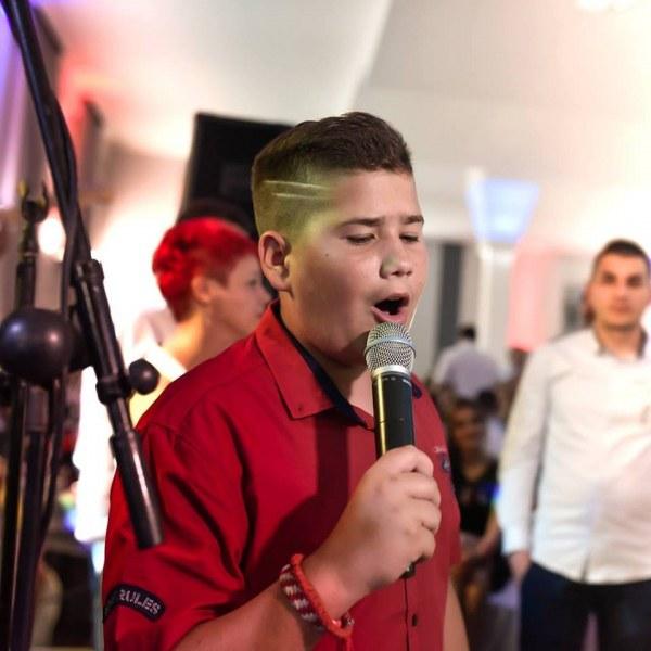 Роди се вторият Шабан! Той е на 12 години и пее изумително
