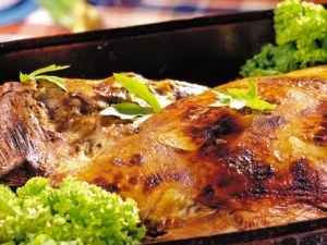 Агнешко, козунак, яйца, салати, ракия… За Великден си пригответе стотачка