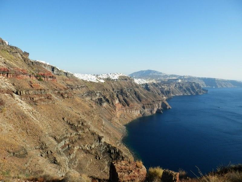 Влюбена двойка британци паднаха в пропаст на остров Санторини и загинаха