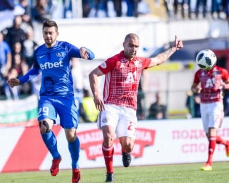 Две нули, две греди и по едно полувреме за ЦСКА и Левски
