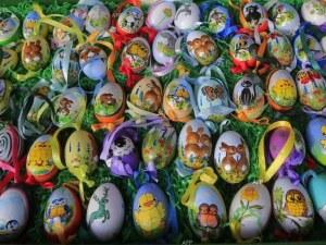 Близо 50 000 българи празнуват днес Великден