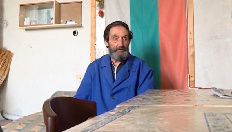 Кметът на Марково на ръба на закона, за да протегне ръка на бездомен дядо
