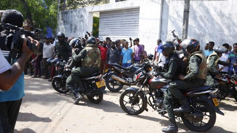 Най-малко 215 жертви на атентатите в Шри Ланка, задържаха 13 души