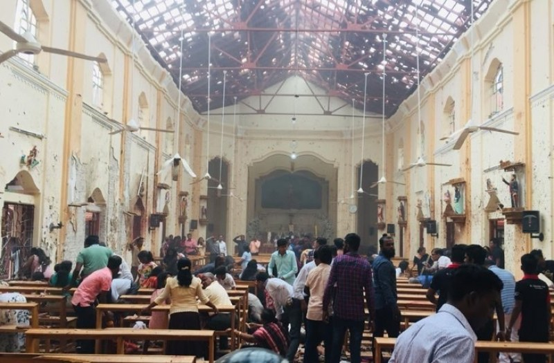 Най-малко 42-ма са убити при взривове в хотели и църкви в Шри Ланка