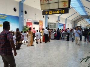 Обезвредиха бомба на летище в Шри Ланка