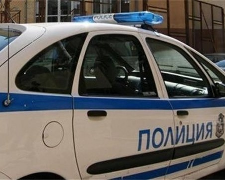 Задържаха 50-годишна жена в Плевен. Била муле на телефонни измамници