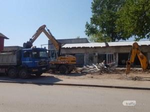 Бутат бившата забавачка в Столипиново, узурпирана от ДПС активист