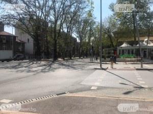 Отнесеният от автобус светофар в Пловдив вече работи