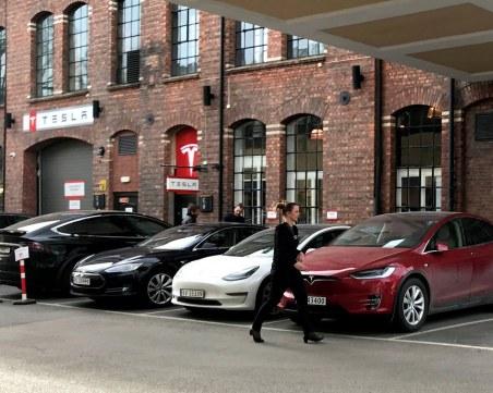 Тесла пуска таксита... без шофьори