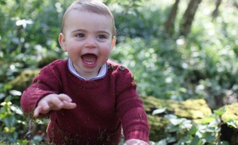 Херцогинята на Кеймбридж щракна принц Луи и пусна снимки за първия му рожден ден