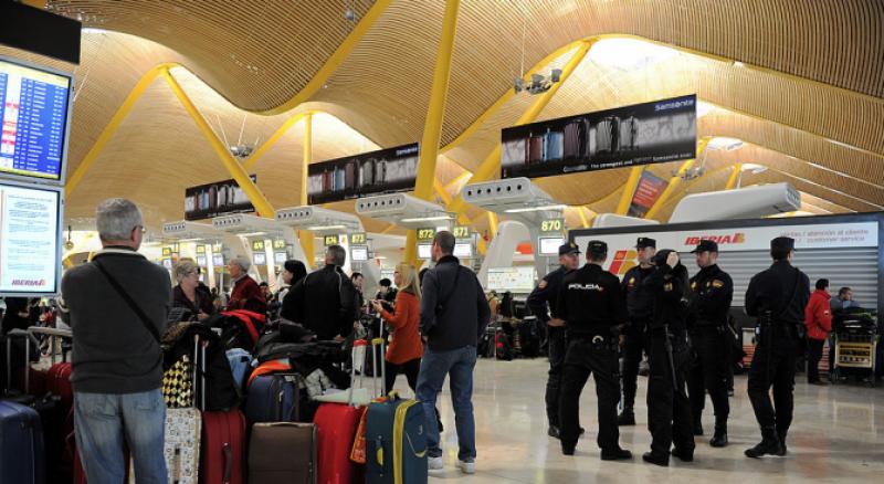 Мъж нападна с нож две жени на летището в Мадрид