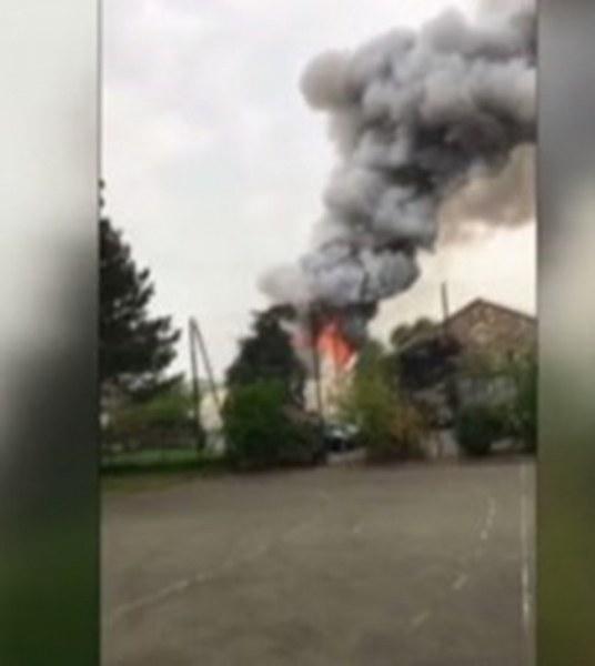 Голям пожар избухна в Париж! 90 пожарникари гасят пламъците