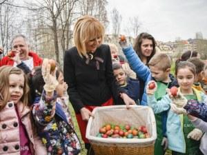 Мая Манолова боядисва 1000 яйца с деца на Велики четвъртък