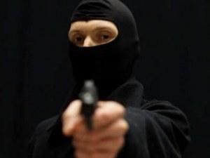 Маскиран с пистолет опита да ограби магазин в Хасково, продавачката го