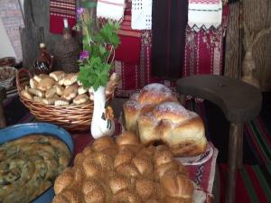 Най-вкусните козунаци и курабии за Великден се приготвят в Белащица, там агнетата се пекат по съседски