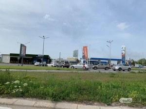 Опашки от мърляви коли се извиха пред автомивките в Пловдив! Познайте защо!