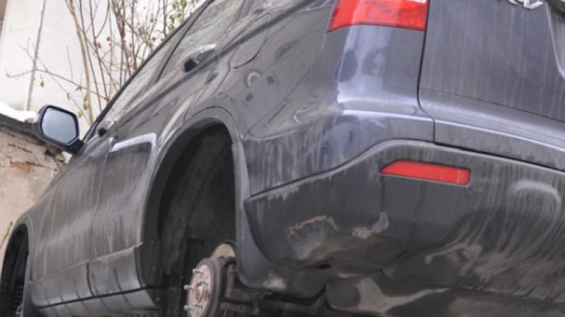 Апашите в действие! Пет автомобила в Пловдив осъмнаха без гуми