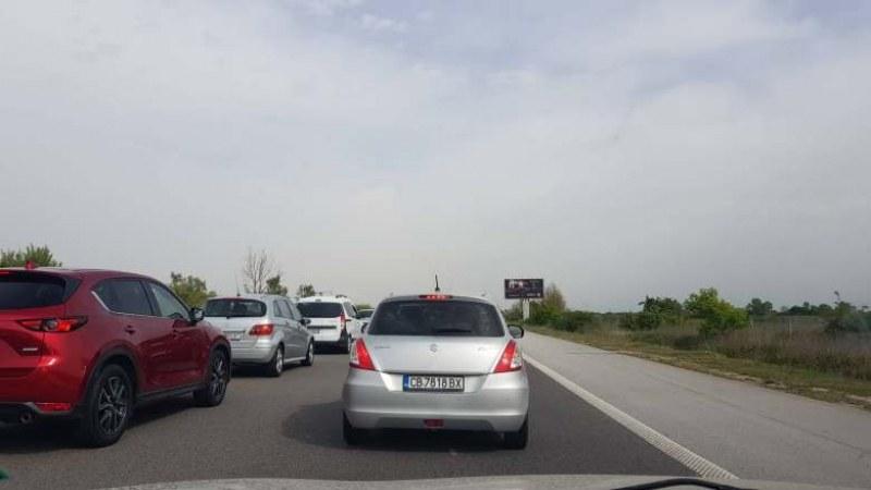 Голямото пътуване започна! Пътен инцидент и ремонти предизвикаха тапи на магистрала