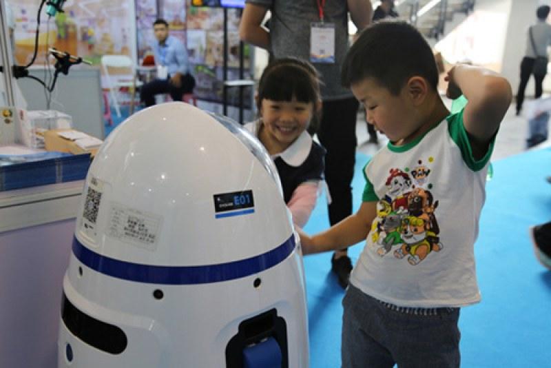 Роботите навлязоха в образованието! Вече помагат на учители в Китай