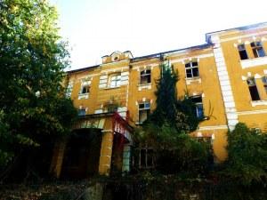 Изоставената семинария в Черепиш – пустее ли вярата у нас?
