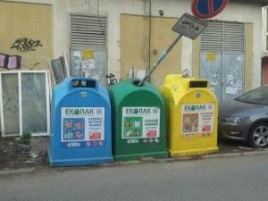 В грешната кофа: Знак, забраняващ паркирането – в контейнер за разделно събиране!?