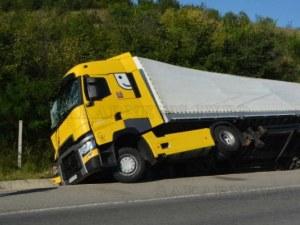 Катастрофа между кола и ТИР предизвика тежък трафик в София