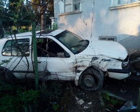 Много пиян шофьор изпусна голфа и се заби в къща