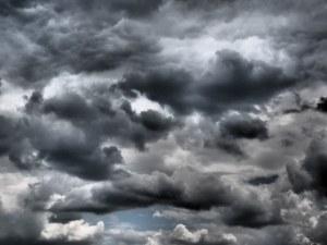 Слънце до обяд и облаци и дъжд след обяд за Великден