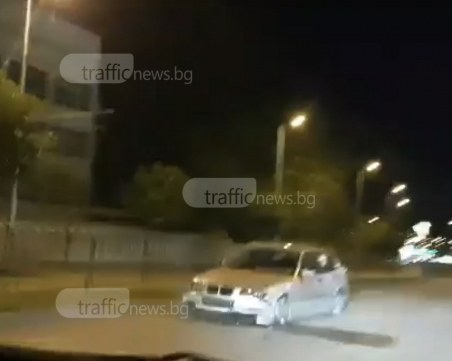 Джигит се заби в мантинелата на главен булевард в Пловдив