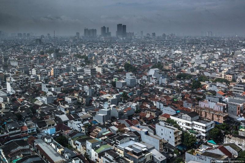 Местят столицата на Индонезия заради пренаселване и милиарди загуби от задръствания