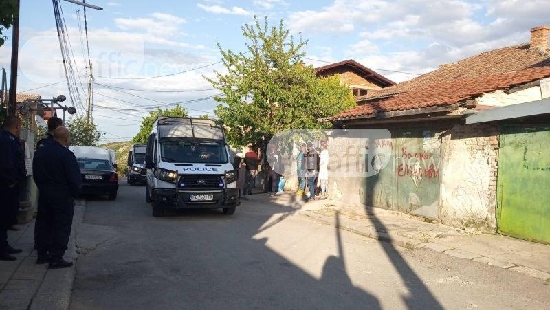 Прокуратурата решава дали да остави за 72 часа в ареста ромите, атакували полицаи в Куклен