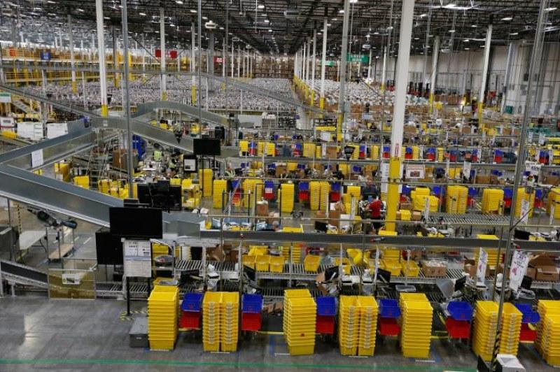 Роботи следят зорко и уволняват служители в най-голямата компания в светa