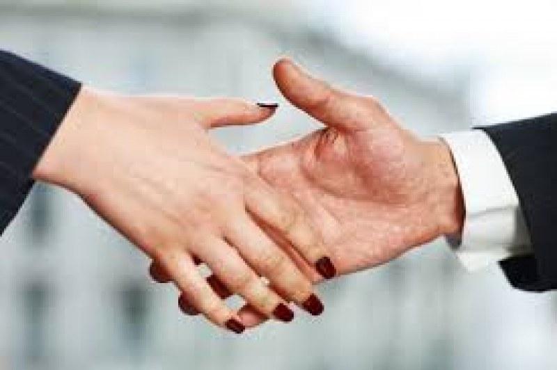 Заради сексуалния тормоз - ще забранят ли ръкостискането?