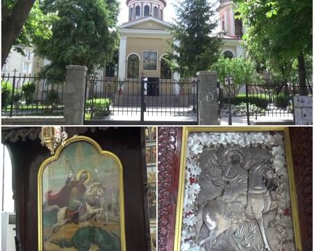 Легенди за чудеса привличат вярващите в пловдивския храм