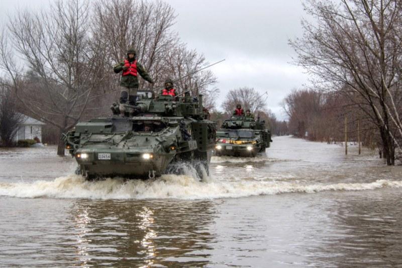 Евакуираха над 10 000 души в Канада заради наводнения