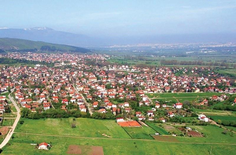 Село Лозен по-голямо от половината градове у нас, 164 места без нито един жител