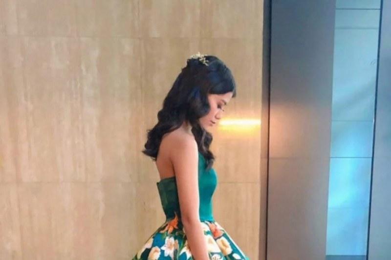 Ученичка предизвика истинска сензация с абитуриентската си рокля - вижте защо!