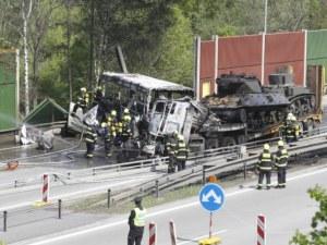 Автобус със затворници изгоря след катастрофа в Прага! Има загинал и много ранени