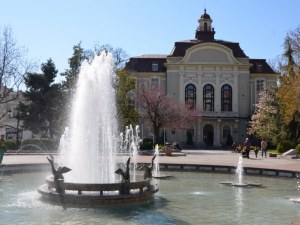 Сградата на Община в Пловдив грейва в синьо