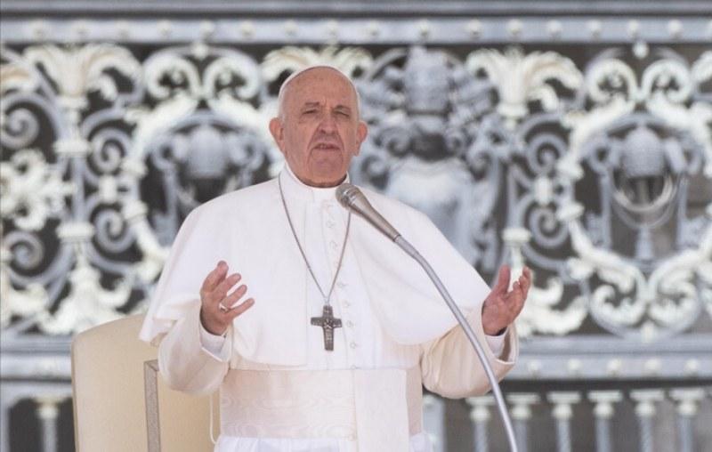 Българите в Лондон ще гледат визитата на папата у нас на видеостена