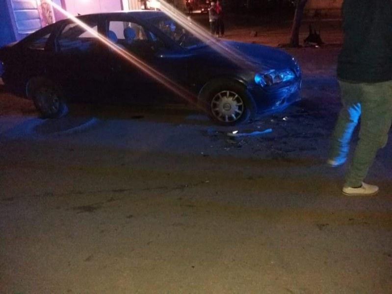Кола блъсна охранител пред училище в Пловдив, шофьорът избяга