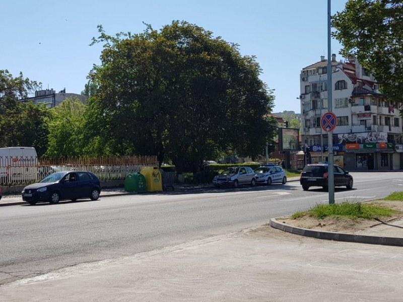 Още една катастрофа в Пловдив – три коли се нанизаха в Смирненски