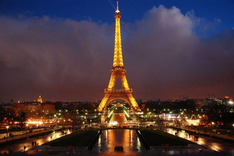 Символът на Париж навършва 130 години