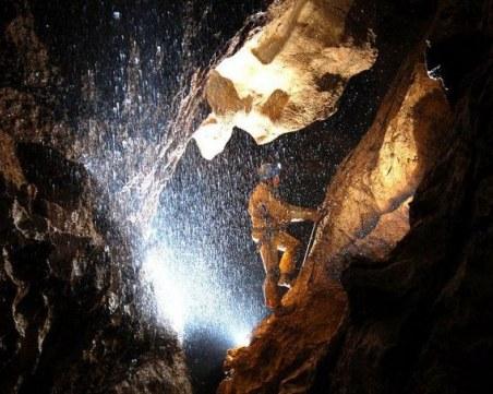 Горски инспектор падна в 6-метров кладенец в пещера в Монтанско