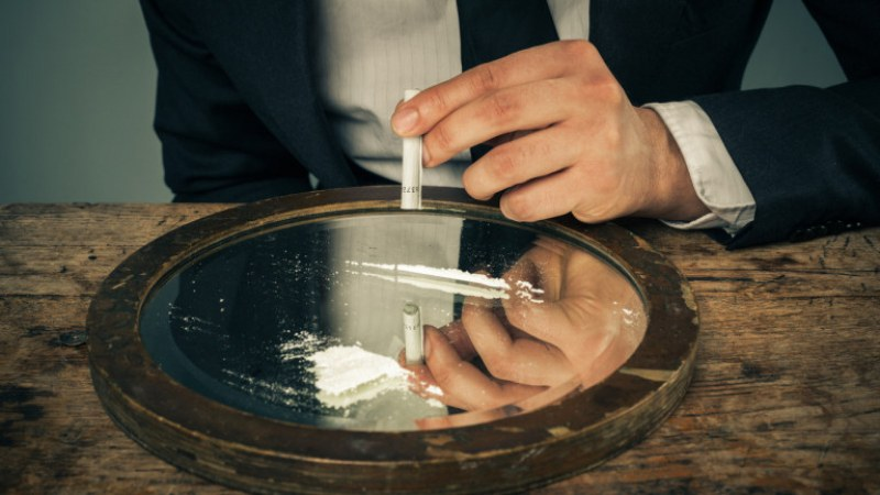 Колцентър за дрога! Измислено на Балканите, а пратките пътуват към Англия