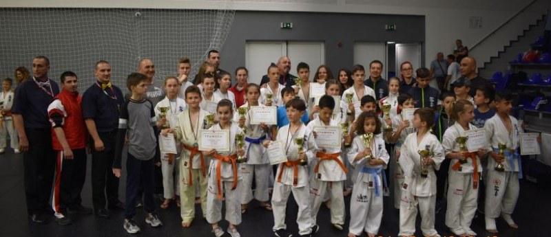 Малките каратеки на Тракия с 18 медала от държавното