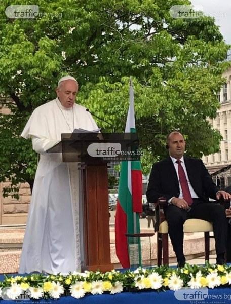 Папата: Осигурете бъдеще за децата и не затваряйте вратата си за бежанците!